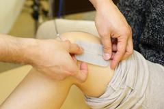 ひざの痛みは運動によるものと、女性特有の原因が考えられます